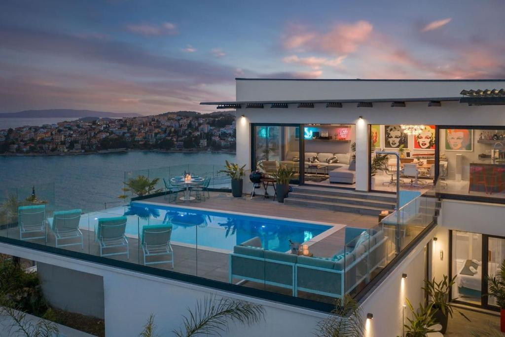 Why You Should Rent A Villa With Infinity Pool